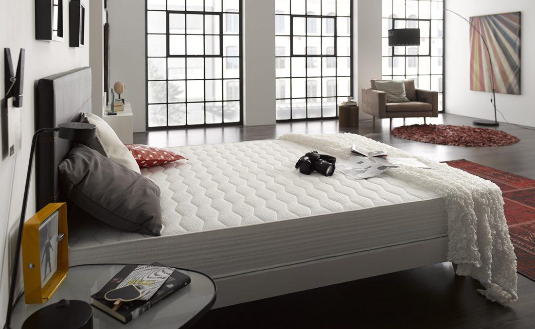 comment choisir son matelas et sommier bien choisir son lit matelas et sommier sur pieds. Black Bedroom Furniture Sets. Home Design Ideas
