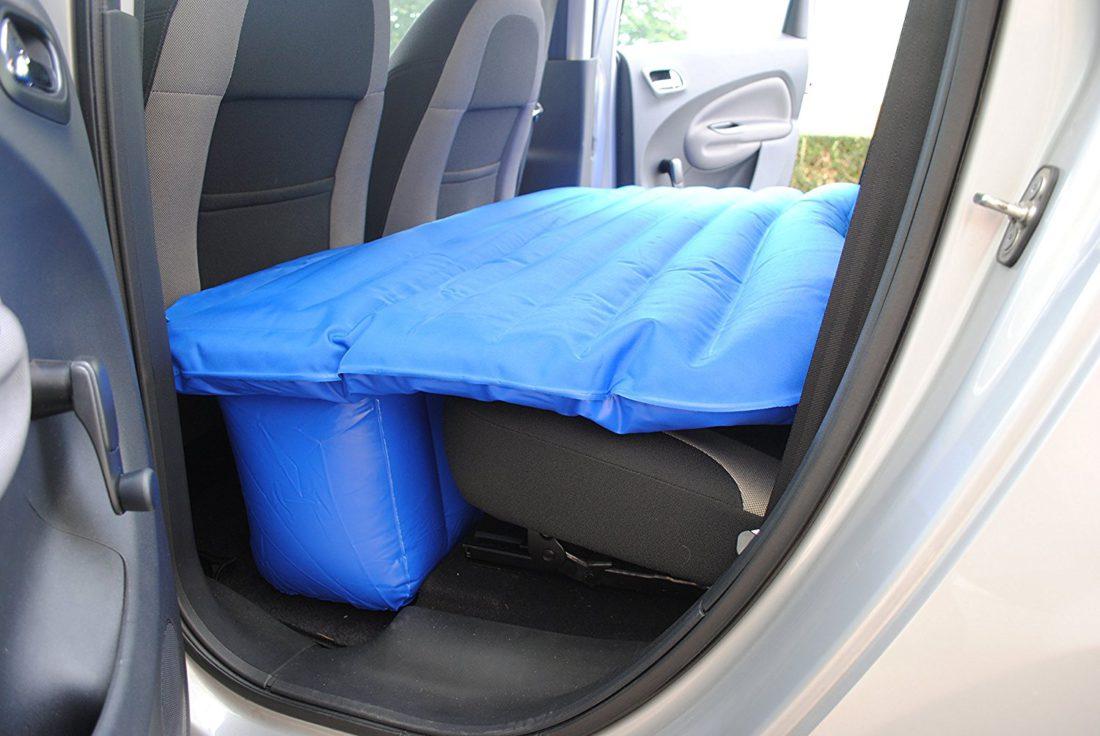 un matelas gonflable pour la voiture matelas conseils. Black Bedroom Furniture Sets. Home Design Ideas